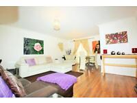 2 bedroom flat in Augusta Court, Great North Way, Hendon NW4