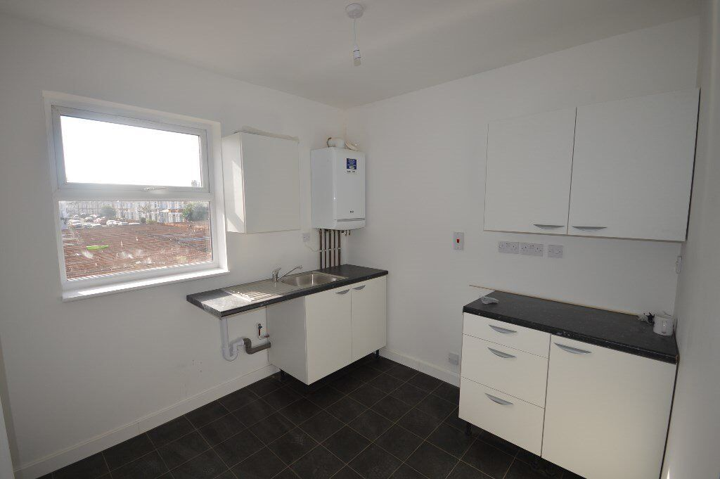 2 Bed spacious flat above shop in Goodmayes/ Ilford on Green Lane