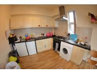 4 bedroom flat to rent on Brudenell Road, Hyde Park