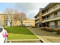 STEPNEY STEPNEY STEPNEY! 3 BEDROOM FLAT AVAILABLE - CALL NOW