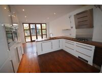 Room in stunning house in Pontcanna