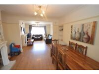Spacious 3 Bedroom house with 2 bathrooms to rent in Barkingside