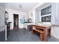 HUGE 4 BED 2 BATH HOUSE WITH PRIVATE GARDEN.