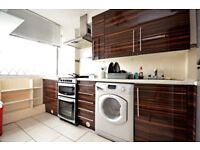 *HUGE 3 BED EX-LOCAL FLAT TO RENT IN BARNADO GARDENS, SHADWELL. FAMILIES AND SHARERS WELCOME**