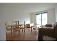 ONE bedroom top floor flat (no lift) in SURREY QUAYS, 7 mins to overground station, Tescos nearby