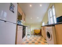 4 bedroom flat in Sackville Road, Heaton, Newcastle Upon Tyne, NE6