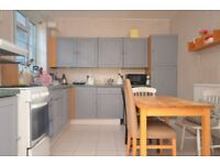 **BEAUTIFUL 3 DOUBLE BED HOUSE IN STEPNEY, FAMILY/SHARERS WELCOME. DSS ACCEPTED**