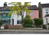 Beautifull TWO DOUBLE BEDROOM UNFURNISHED HOUSE the nearest stations are Bickley & Bromley South