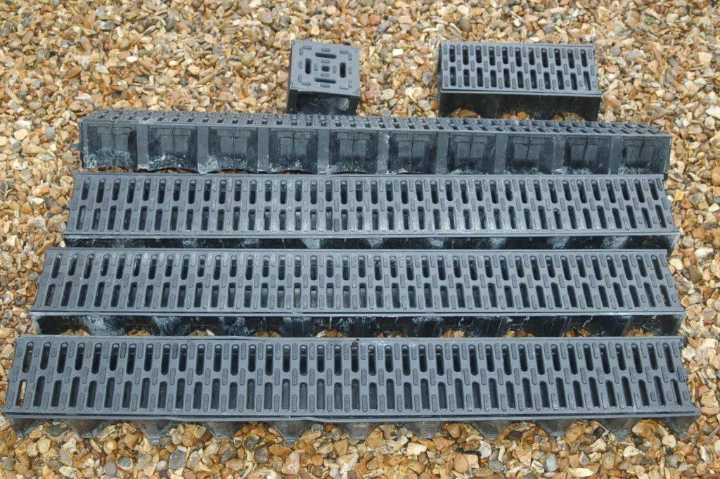 4 Mtrs of ARCO Drain and 4 way connector for sale.