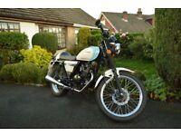 Sinnis Cafe Racer 125cc Motorbike, learner legal, looks brand new