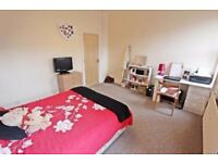nice double room in safe area, move in ASAP