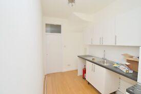 Well presented 4 bedroom property in N13!! must view!!
