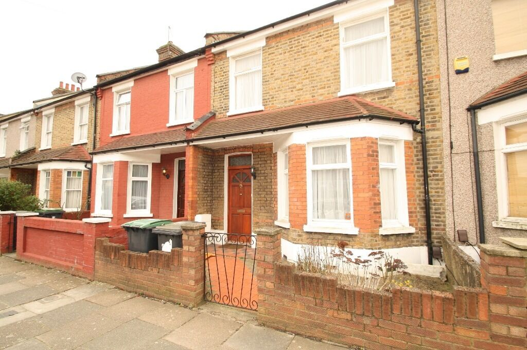 Furnished 3 bedroom house with study in good condition close to Wood Green station