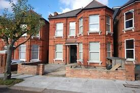 1 bedroom flat in Manstone Road, Kilburn