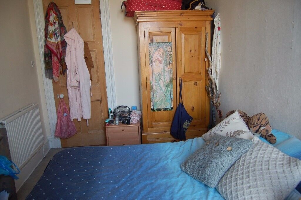 Double room in friendly Meadows flat - available from 1st Jan