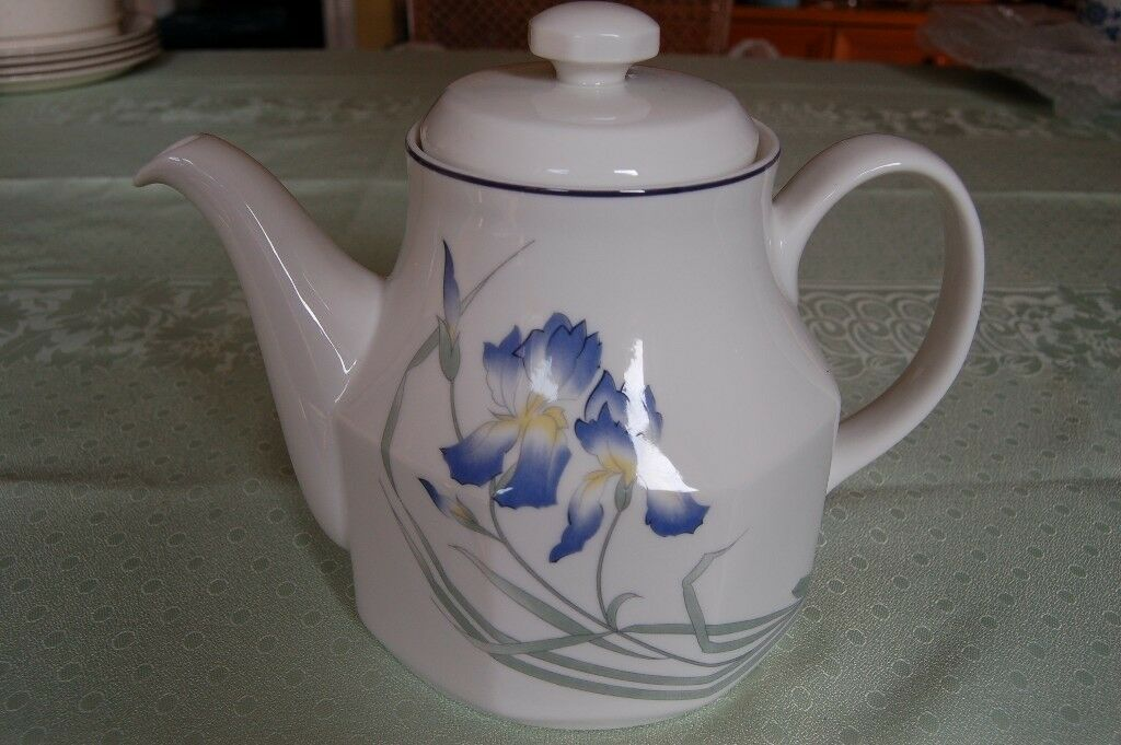 Royal Doulton Teapots 'Expressions, Minerva' 2.75 Pts & 'Morning Star' 2pts, in Pristine Condition.