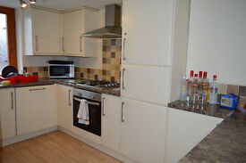 Five Double Bedroom student flat located on Lark Lane in Sefton Park Available July 17