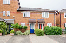 Modern 2 bed house in Iffley Village Conservation Area: parking, garden, views, 4 mins to bus