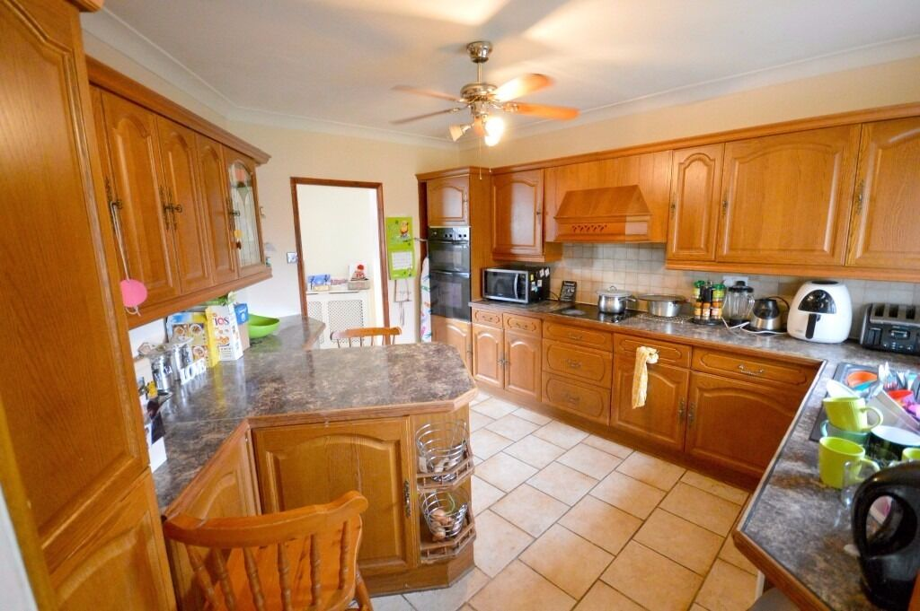 Spacious 5 bedroom Semi-detached house to rent in Dagenham with 2 receptions and Garage