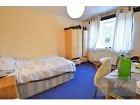 LOVELY 3 BEDROOM PROPERTY TO RENT IN SW9 WITH A SPACIOUS LOUNGE AND A PRIVATE BALCONY
