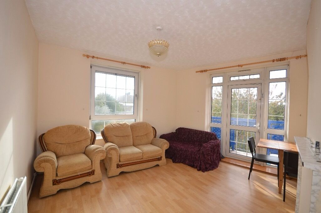 ***THIRD FLOOR FLAT WITH TWO DOUBLE BEDROOMS IN E14***