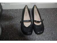 WORN TWICE ONLY. HUSH PUPPIES SIZE UK 8. CHECK OUT THE PHOTOS. COLLECTION FROM WHITBY ASAP