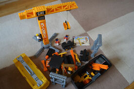 Cat mega blocks building site with instructions