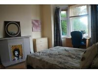 ** SUPER COOL AREA , WILL NEVER BE BORED AGAIN !!!! CLOSE TO LIVERPOOL STREET