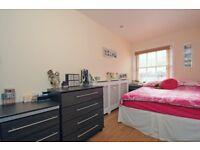 Charming 1 Bedroom Apartment to Rent on Queensway, W2
