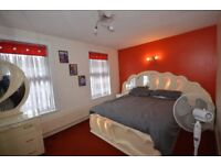 ***STUNNUNG THREE BEDROOM FAMILY HOME LOCATED IN EAST HAM***