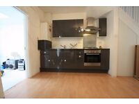 AN AMAZING 2 BEDROOM GROUND FLOOR FLAT WITH A PRIVATE GARDEN LOCATED IN MITCHAM !