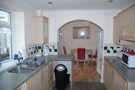 Beautiful light, large double en-suite room and two double bedroom