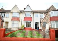 Huge 5 Bed Terraced House E5, 4 Minutes to Clapton Station