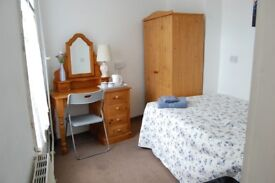 attractive double room located in Chatham High Street available to single or couple