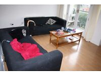 Docklands E16. Large & Modern 3 Bed 2 Bath Split Level Furnished Flat with River Views & Balcony