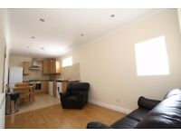 2 Bedroom Flat In Green Lanes Close To Turnpike Lane Piccadilly Line Underground & Haringey Station