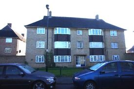 Large spacious 2 double bedroom flat with large lounge and fully fitted kitchen for rent in Enfield