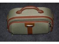 HAND LUGGAGE CARRIER