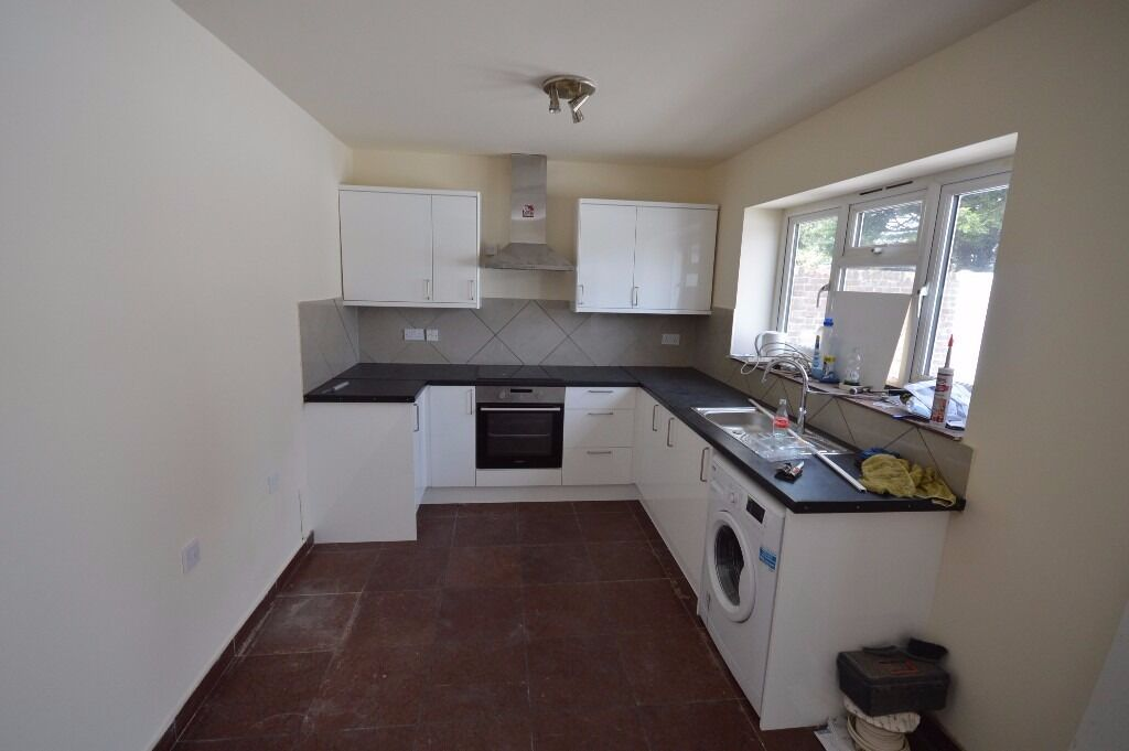 Spacious 4 Bedroom House in Canning Town