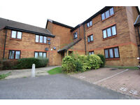 AN AMAZING ONE BEDROOM WITH SEPARATE LIVING AREA FOR RENT IN COLLIERS WOOD!!