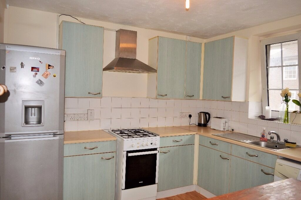 AVAILABLE NOW - AMAZING FOUR DOUBLE BEDROOM APARTMENT CLOSE TO DEVONS ROAD & BROMELY-BY-BOW STATION