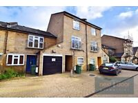 Lovely 4 bedroom 2 bathroom house with private garden near Oval Tube Station - SW9