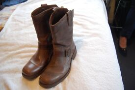 Rushu Revolution light brown leather boots Size 7/41