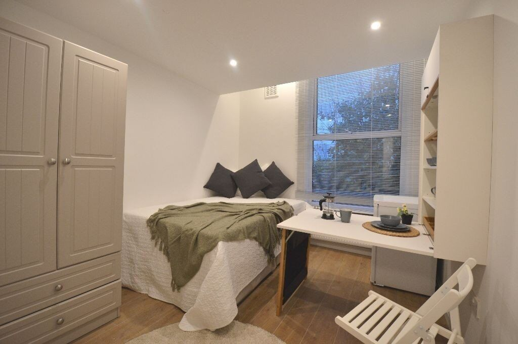 Large Accommodation in zone 2 - Excellent Transport Links