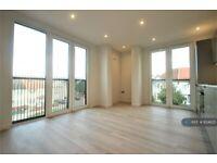 2 bedroom flat in Roxborough Avenue, Harrow, HA1 (2 bed) (#824625)