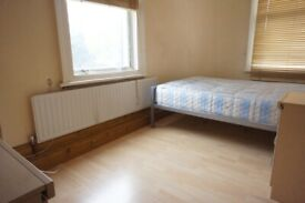 Harris Brown is proud to present a 3 bedroom flat - Angel