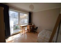 **SINGLE PERSON STUDIO**This Spacious Double bedroom Located Next to Crossharbour DLR Station
