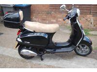 PIAGIO VESPA LX 125 CC- BLACK SCOOTER