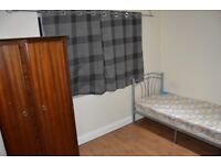 A SINGLE ROOM WITH ITS OWN TOILET AND SHOWER INC ALL BILLS WIFI ONLY 2 WEEKS DEPOSIT PCM £480