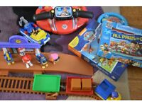 Paw Patrol bundle. Incl train set, puzzle, book, figures, steering wheel toy